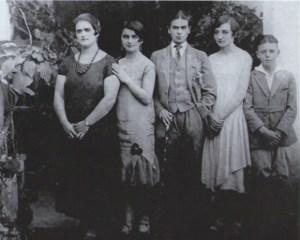 Frida Kahlo con sus hermanas, 1926. Fotografía de Guillermo Kahlo