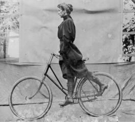 Wheeling, 1896. Fotografía de Alice Austen.