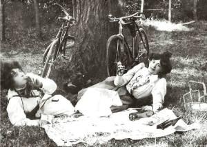 Picnic ciclista. Finales del siglo XIX.